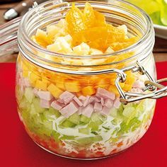 Fruity layered salad- Fruchtiger Schichtsalat Layered salad More - Rice Salad Recipes, Healthy Chicken Recipes, Easy Healthy Recipes, Snack Recipes, Steak Salat, Homemade Recipe Books, Healthy Food Quotes, Valeur Nutritive, Lunch To Go