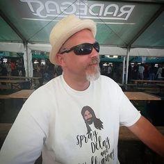 Nice to back at @coloursofostrava in my @stetsonusa hat and my @queereye T-shirt .  . . . #coloursofostrava #festival #radegast #czechrepublic #ostrava #stetson #hat #queereye #spraydelaywalkaway #tshirt
