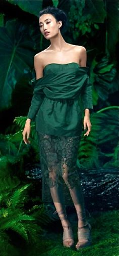 The Enchanted Forest / Modern fairytale / karen cox. Shu Pei for Vera Wang Green Fashion, Love Fashion, High Fashion, Fashion Design, Floral Fashion, Green Palette, Dior, Green Dress, Green Lace