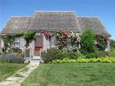 A picture perfect cozy cottage on Nantucket.