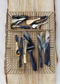 Nice way to get your cutlery organize with this antique brass basket. Goede manier om je bestek in op te ruime! #cutlerybasket #brass #metal #bestekbak #metalenbestekbak #madamstoltz #deensnl