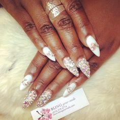 #ShareIG #blingyournails #bling #nails #nailart #nailporn #japanesegelnails #swarovskicrystals #whitenails #blingedout ❤️✨