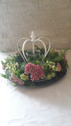 Princess Party Centerpieces, Crown Decor, French Country Decorating, Flower Arrangements, Wedding Decorations, Backyard, Holiday Decor, Spring, Frame