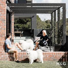 These cheeky fluffballs are Billy and Bazy the samoyds, enjoying some sun with owners Katie and Andrew Sutcliffe, whose home is featured in our October issue, on sale now. PHOTO @mareehomer.photography STYLING @katenixon_busatti  #australianhouseandgarden #onsalenow