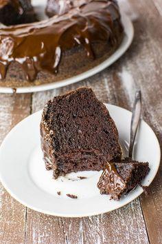 Saftiger Schoko-Kuchen mit Glasur {vegan}