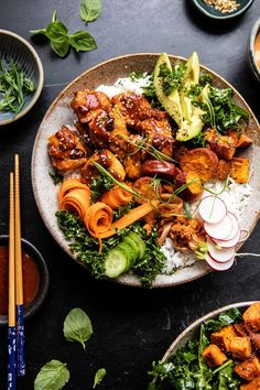 Sheet Pan Korean Chicken Bowl with Sweet Potatoes and Yum Yum Sauce. This colorful Sheet Pan Korean Chicken Bowl with Sweet Potatoes and Yum Yum Sauce is the perfect weeknight dinner. It's colorful, healthy, and beyond good! Chicken Meal Prep, Chicken Recipes, Recipe Chicken, Baked Chicken, Salsa Yum Yum, Asian Recipes, Healthy Recipes, Ethnic Recipes, Crockpot Recipes