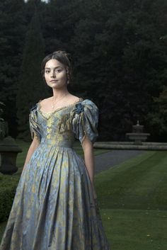 Jenna Coleman transforms into young Queen Victoria for ITV drama I adore costume dramas. Sneak peak: Jenna Coleman dons full regal costume to play a young Queen Victoria in upcoming eight-part ITV drama, Victoria Victoria Tv Show, Victoria 2016, Victoria Itv, Victoria Series, Queen Victoria Pbs, Victoria Post, Victoria Costume, Victoria Dress, Party Mode