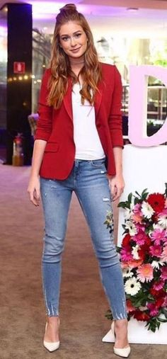 Mariana Ruy Barbosa estilo looks moda fashion styling casual chic blazer vermelho scarpin branco 502432902174276516 Trend Fashion, Estilo Fashion, Work Fashion, Ideias Fashion, Autumn Fashion, Fashion Looks, Womens Fashion, Ladies Fashion, Fashion Ideas