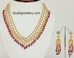 22 carat gold designer necklace with small basara pearls arranged in netted pattern and ruby beads hanging at the bottom. It is paired up with matching designer jhumkas. Pearl Necklace Designs, Beaded Jewelry Designs, Jewelry Design Earrings, Gold Earrings Designs, Gold Jewellery Design, Bead Jewellery, Jewelry Patterns, Gold Jewelry, Pearl Jewelry
