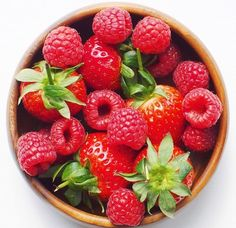 Imagem através do We Heart It https://weheartit.com/entry/175210221 #fit #food #FRUiTS #healthy #raspberries #strawberries #summer