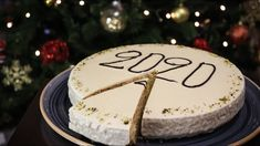 The first day of the year Greek people use to make this Cake called Vasilopita with a coin inside it! The person who will find the coin in his/her slice will. Christmas Breakfast, Family Christmas, Christmas Time, New Year's Cake, Cake Pops, Sweet Recipes, Greek, Food And Drink, Birthday Cake