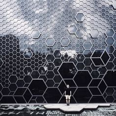 Entranced by honeycomb Architecture Design, Facade Design, Futuristic Architecture, Exterior Design, Biomimicry Architecture, Mall Facade, Interior Minimalista, Design Minimalista, Archi Design