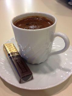 Gece kahvesi olmazsa olmaz.. Coffee Talk, Coffee Is Life, Coffee Love, Black Coffee, Coffee Break, Coffee Shop, Coffee Cubes, Coffee Drinks, Red Bull Drinks