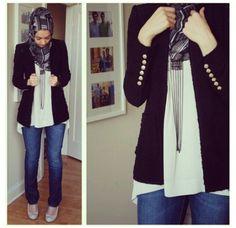 Jeans + blazer + long necklace