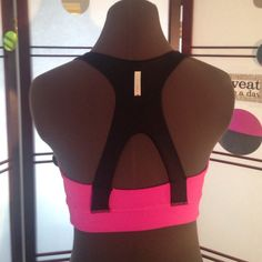 ZELLA SPORT BRA Zella, exclusive to Nordstrom, sport bra. This style is super flattering and feminine! Slots for inserts, condition is exceptional! Size small. No trading please! Thanks! Zella Intimates & Sleepwear Bras