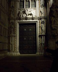 Porta della carta  a Palazzo Ducale a Venezia. I love the square at night, it is full of magic.