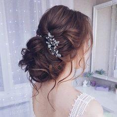 Свадебные шпильки для украшения прически прекрасно дополняют образ стильной и нежной невесты! Шпилечка из предыдущего поста, стоимость 500р 👰 прическа @daniela.dar _____________________________ ✨ Вопросы в директ или WhatsApp +79889495980 💖 Следуйте своим мечтам и будьте счастливы!  #вечерняяприческа #свадебнаяприческа #гребеньвприческу #веточкавприческу #украшенияростовнадону #диадема #тиара #венок #гребень #украшениеизбусин #wedding #Weddingdecoration #Weddinghairornament #bride…