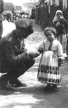 Personal pictures taken by German soldiers in Soviet Russia during the Second World War. German Soldiers Ww2, German Army, World History, World War Ii, Historia Universal, Germany Ww2, History Photos, Military History, Historical Photos