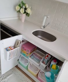 33 Top Kitchen Organization Diy And Storage Hacks Ideas Kitchen Organization Pantry, Kitchen Storage Solutions, Diy Kitchen Storage, Bathroom Organisation, Bathroom Storage, Kitchen Decor, Organization Ideas, Kitchen Rack, Storage Ideas