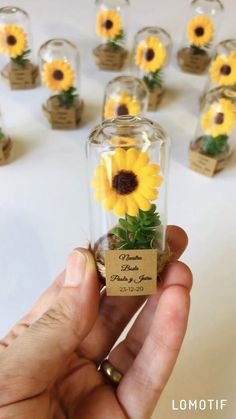 Yellow Wedding Favors, Sunflower Wedding Decorations, Rustic Wedding Favors, Wedding Favors For Guests, Wedding Gifts, Table Wedding, Party Wedding, Sunflower Party Themes, Wedding Ideas