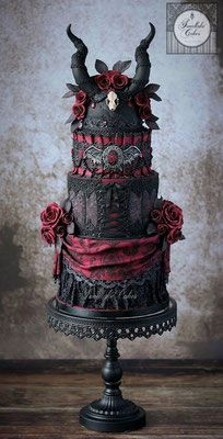 wedding cakes -Gothic wedding cakes - Planning an October wedding? Check out these Beautiful Halloween Wedding Cakes to get some ideas. From fall ideas to creepy halloween ideas, they are all stunning! The Black Crucifix & the Unicorn Crazy Cakes, Fancy Cakes, Sexy Cakes, Halloween Torte, Theme Halloween, Halloween Cake Pops, Creepy Halloween, Halloween Ideas, Halloween Weddings