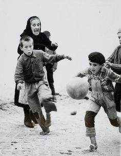 "Gordon W. Gahan - ""The Game"", Nazaré, Portugal, 1967"