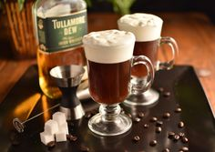 Irish Coffee Irish Whiskey Hot Coffee Fresh Cream 1 teaspoon brown sugar Warm the Irish whiskey over a flame. Pour the whiskey into the glass with the coffee, and add the sugar. Float the cream on top. Iba Cocktails, Coffee Cocktails, Irish Coffee, Irish Whiskey, Coffee Mix, Hot Coffee, Espresso, Vanilla Milkshake, Recipe For Teens