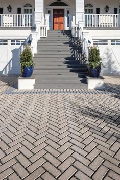 With 3 different colors, Travertina paver is the perfect choice for your driveway! Modern Driveway, Driveway Design, Driveway Landscaping, Concrete Steps, Poured Concrete, Large Pavers, Cobblestone Driveway, Patio Slabs, Front Walkway