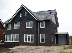 Half oktober zijn we in de Westerbouwlanden gestart met de bouw van deze tweekapper. In januari 2012 is de kap geplaatst.