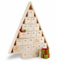calendrier de l'Avent en bois en forme de sapin avec tiroirs