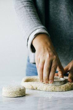 VANILLA SCONES WITH LEMON CURD // flour, baking powder, salt, butter, sugar, buttermilk, vanilla, egg, lemon