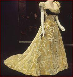 House of Worth, Satin Cut-Velvet Evening Gown . Paris, 1900.