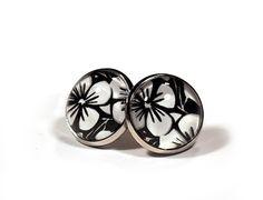 Ohrstecker ✿ Hibiskus · Glas Cabochon · Flower Studs Black and White von FunStyle auf DaWanda.com