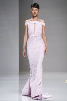 Georges Hobeika Couture Spring Summer 2015 Paris trend cut outs Vogue Fashion, Live Fashion, Runway Fashion, Fashion Show, Fashion 2015, Paris Fashion, Fashion Ideas, Coaching, Georges Hobeika