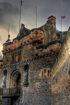 Map of Scotland Edinburgh Castle. Hamburg, Germany the castle Edinburgh to the Firth of Forth from Mons Meg canon, Edinburgh Castle Scotland Castles, Scottish Castles, Scotland Uk, Oh The Places You'll Go, Places To Travel, Places To Visit, Beautiful Castles, Beautiful Places, Chateau Moyen Age