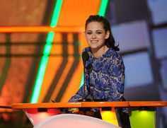 Kristen Steward won the Blimp for Favorite Move Actress at the Kids' Choice Awards in LA on Saturday