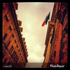 #Torino raccontata dai cittadini per #InTO Foto di @eva12f #torino #today #goodmorning #viaverdi #rettorato #università #unito #cavallerizza #flags #sky #buongiorno #torinodalvivo #torinoècasamia #instaturin #instagood #instamood
