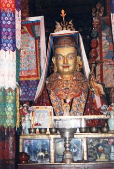Interior del templo de Jokhang a través de los ojos de mrolin - El templo de Jokhang o monasterio de Jokhang es el más famoso de los templos budistas de Lhasa en el Tíbet. Es el centro espiritual de la ciudad y tal vez su atracción turística más famosa