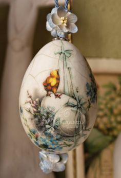 Manualnie.pl: 100% jajka w jajku Egg Crafts, Easter Crafts, Decoupage, Christmas Bulbs, Christmas Decorations, Doll House Crafts, Easter Parade, Easter Crochet, Egg Art