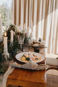 In unserer großen Bildergalerie findet ihr unzählige traumhafte Deko-Ideen für eure Hochzeit! Viel Spaß beim Stöbern! #hochzeitsdeko #hochzeitindenbergen #winterhochzeit #hochzeitimwinter #hochzeitimschnee #vintagehochzeit #hochzeitsideen2020 #hochzeitsideen2021 #hochzeitstipps #hochzeitsdekoration Table Settings, Bow Wedding, Wedding Ideas, Decorating Ideas, Place Settings, Tablescapes