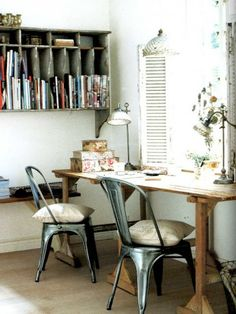 Stunning industrial vs. rustic office. We love this little working space, full of rustic charm.