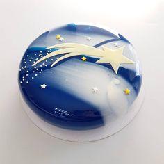 2,974 отметок «Нравится», 32 комментариев — Александра Филатенко (@alexandra.fil) в Instagram: «Дизайн этого торт от начала и до конца придумала девочка 10 лет. Мало того, и торт заказывала она…»