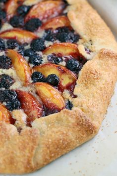 delicious homemade rustic peach crostata pie | jessicagavin.com