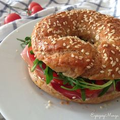 Teljes kiőrlésű bagel Homemade Dinner Rolls, Eat Pray Love, Canapes, Bagel, Bread Recipes, Side Dishes, Food And Drink, Low Carb, Street Food