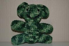 Crochet camouflage green bear / Heklet kamufasje bamse i grønt