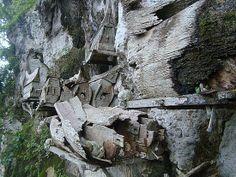 Los ataúdes colgantes de Sichuan, en China.