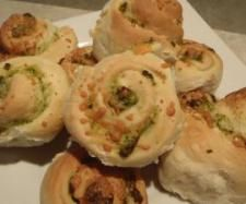 Recipe Spinach, Feta & Garlic Scrolls by Tania - Recipe of category Baking - savoury Thermomix Bread, Bellini Recipe, Cooking Recipes, Healthy Recipes, Healthy Food, Spinach And Feta, Lunch Box Recipes, Yummy Food, Favorite Recipes