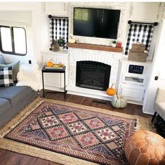 I love this fifth wheel RV living space from Rv Living, Tiny Living, Gray Tile Backsplash, Fifth Wheel Living, Travel Trailer Decor, Rv Homes, A Frame Cabin, Built In Bench, Tiny House Movement