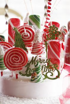 Purple Chocolat Home: Mrs. Claus' Candy Table #christmas