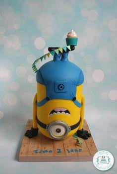 Upside down minion - Cake by Mond vol taart
